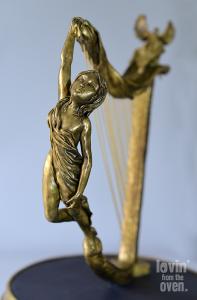 harp-close-woman_web